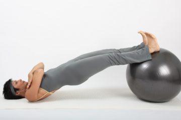 exercice de stabilité et d'équilibre avec le ballon